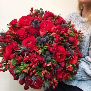 Красный букет цветов