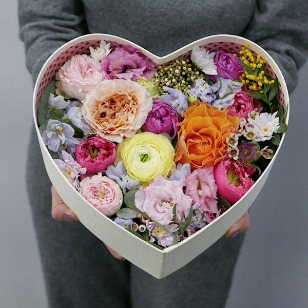 Букет в коробке в виде сердца