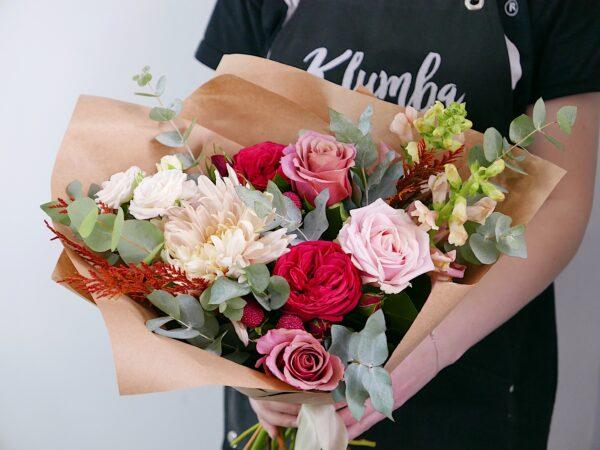 букет с пионовидными розами ред пиаоно