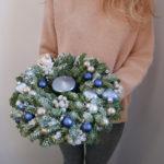 sinij-novogodnij-venok