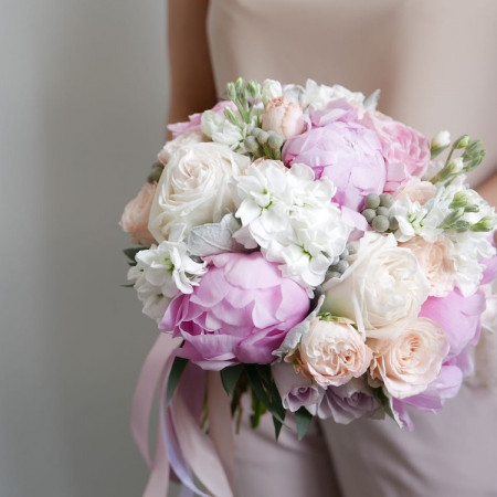 Букет невесты с пионами и садовыми розами