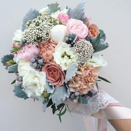 Букет невесты с розами капучино