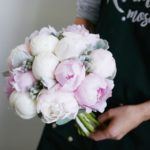 Букет невесты с розовыми и белыми пионами