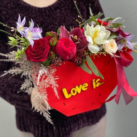 Композиция love is