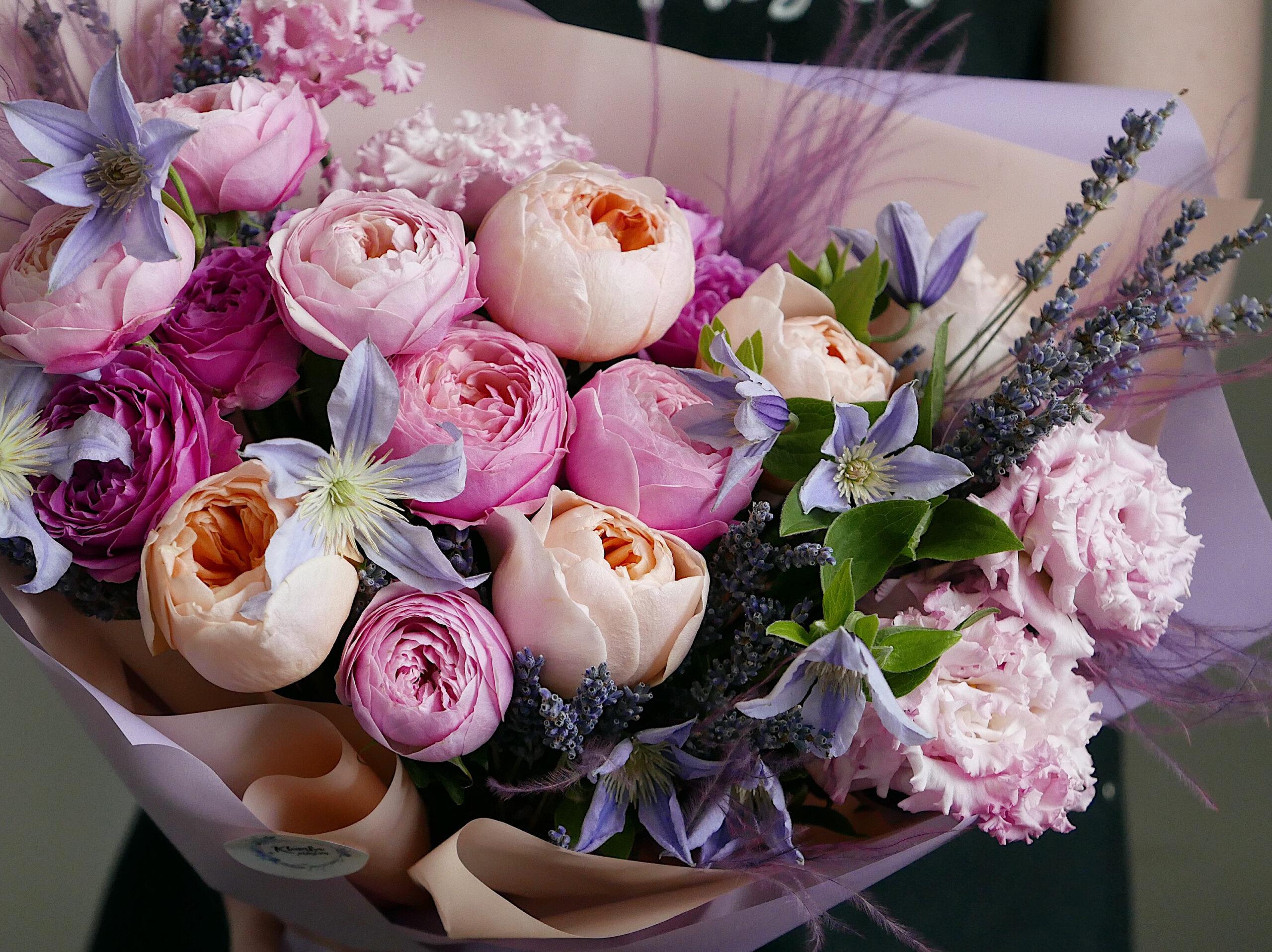 Букет с пионовидными розами и лавандой 2