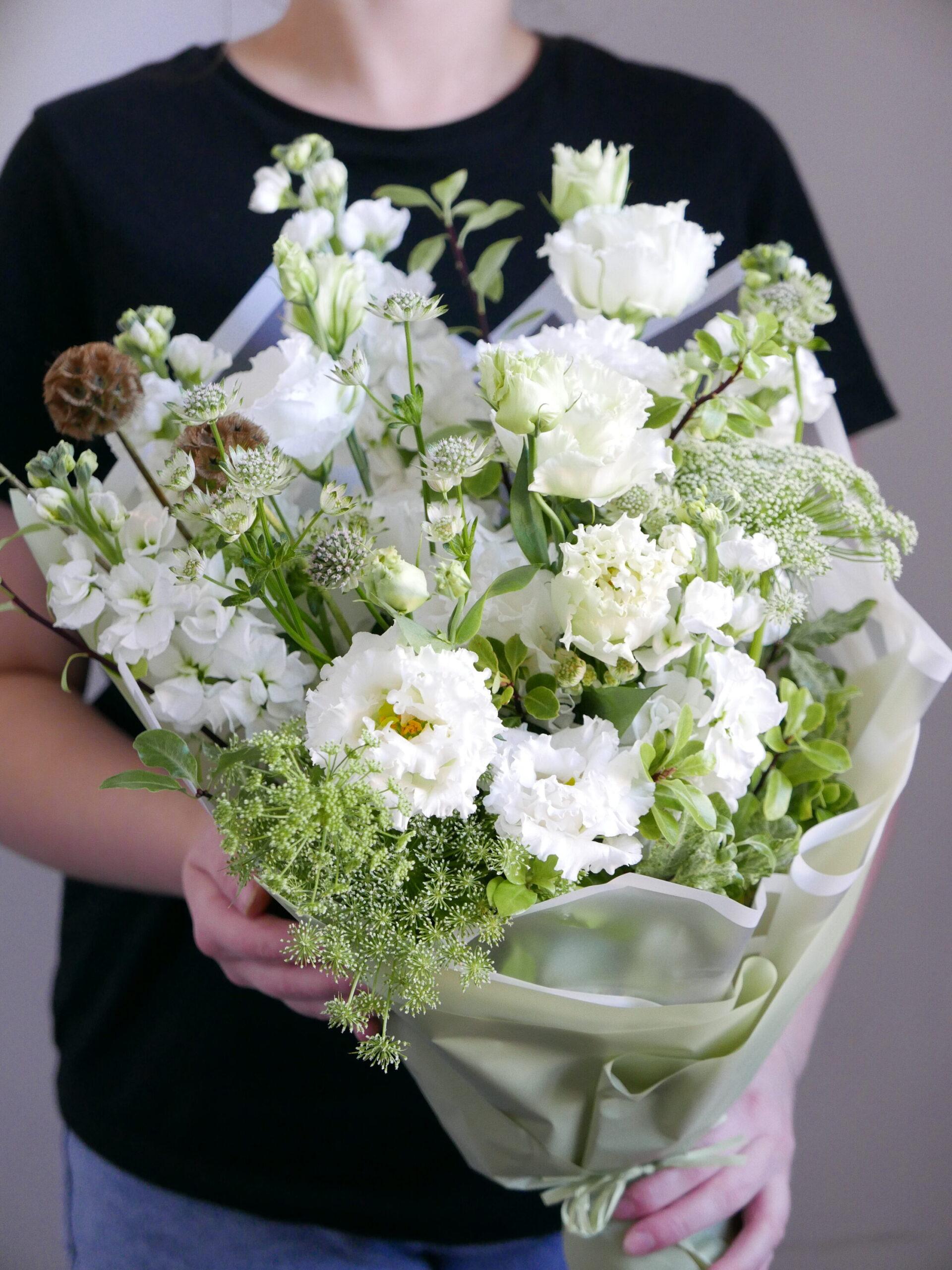 Белый букет из полевых цветов