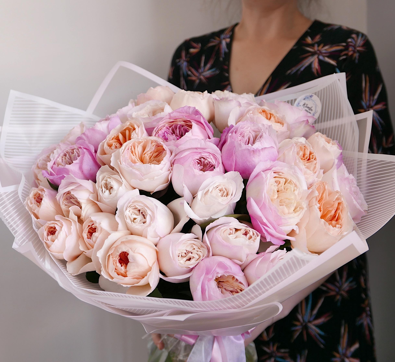 Большой букет пионовидных роз 35шт
