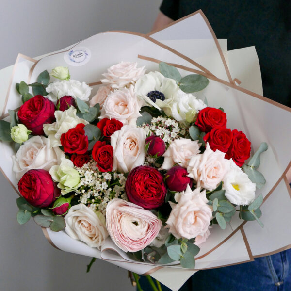 красно-белый букет с розами ред пиано 2