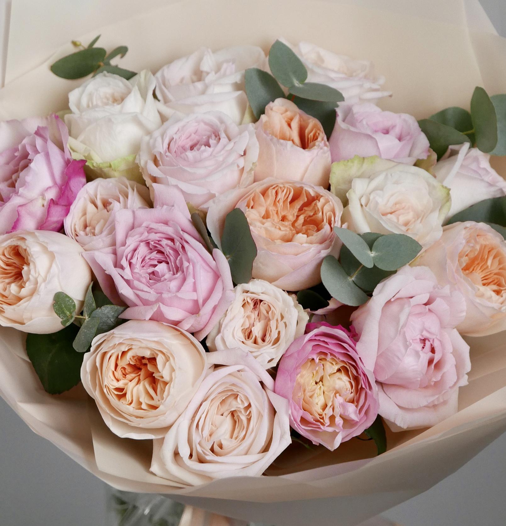 Микс из пионовидных и ароматных роз 19 шт. 2