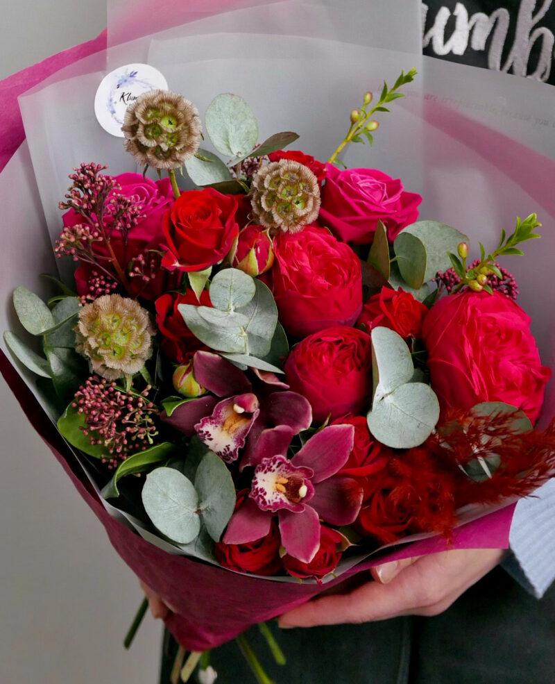 Бордовый букет с орхидеями и скабиозой 2