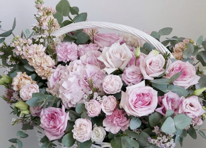 Большая корзина из розовых Цветов 2
