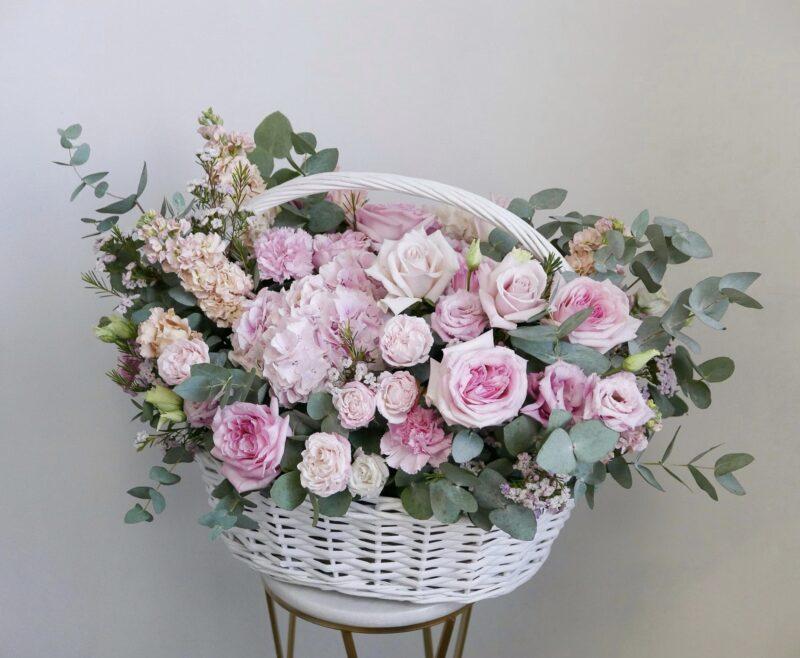 Большая корзина из розовых Цветов