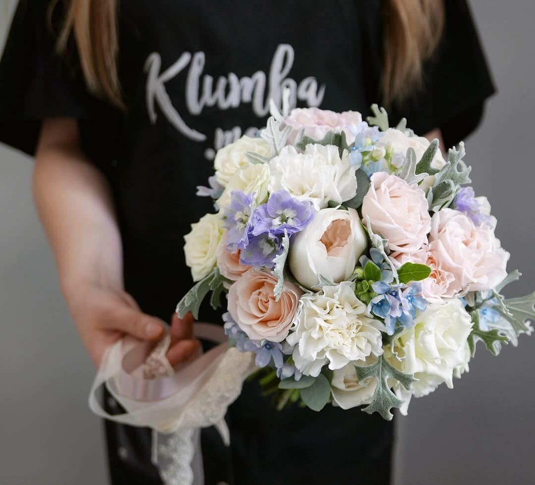 Бело-голубой букет невесты 2
