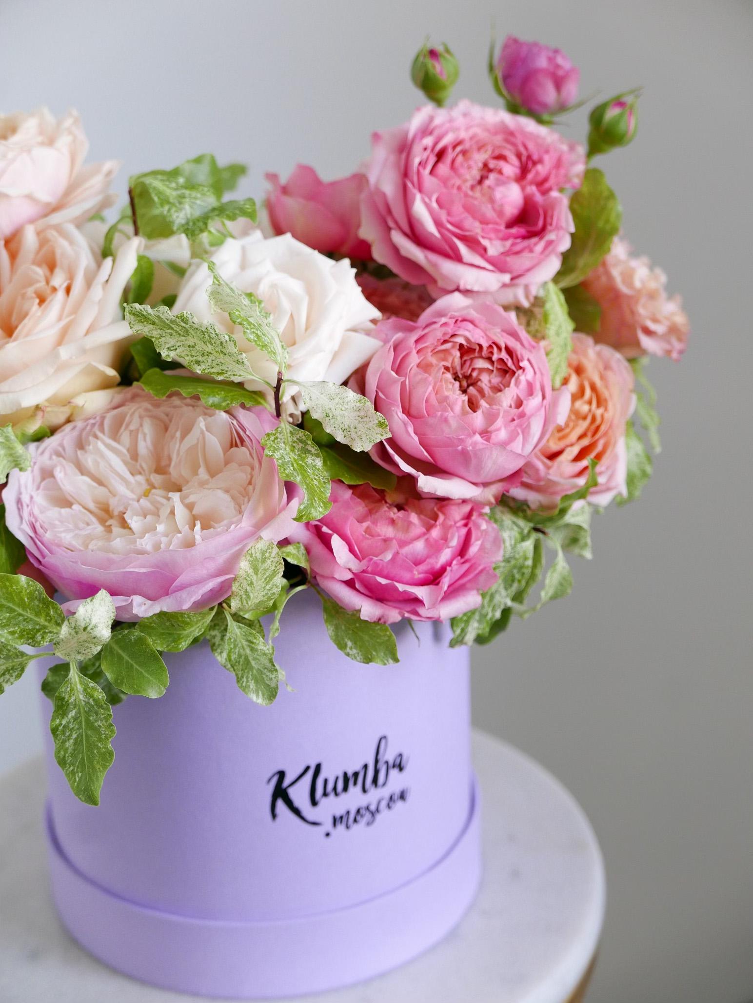 Микс пионовидных и кустовых роз в шляпной коробке 2