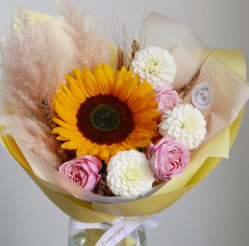 Букет с подсолнухом и розой 2