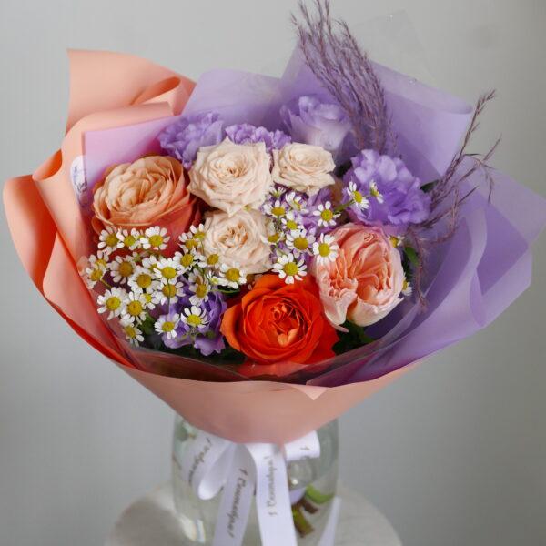 Букет на 1 сентября с ромашками и розами