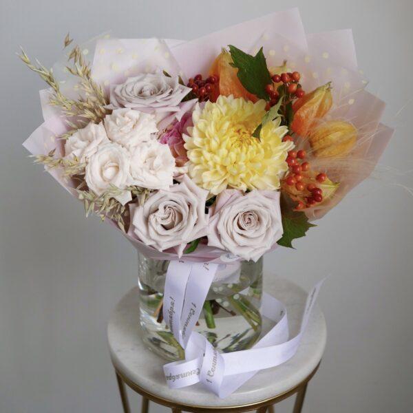Букет с хризантемой и калиной