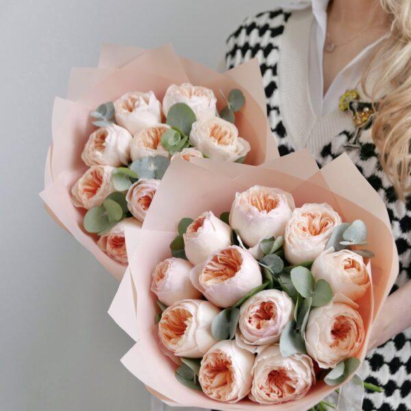 11 роз джульета с эвкалиптом