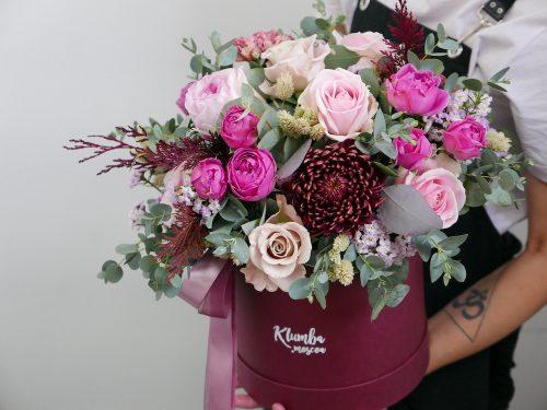 Шляпная коробки с кустовыми розами