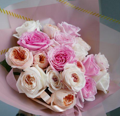 персиково-розовый букет из роз