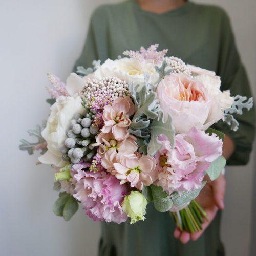 Букет невесты с розами и эустомой